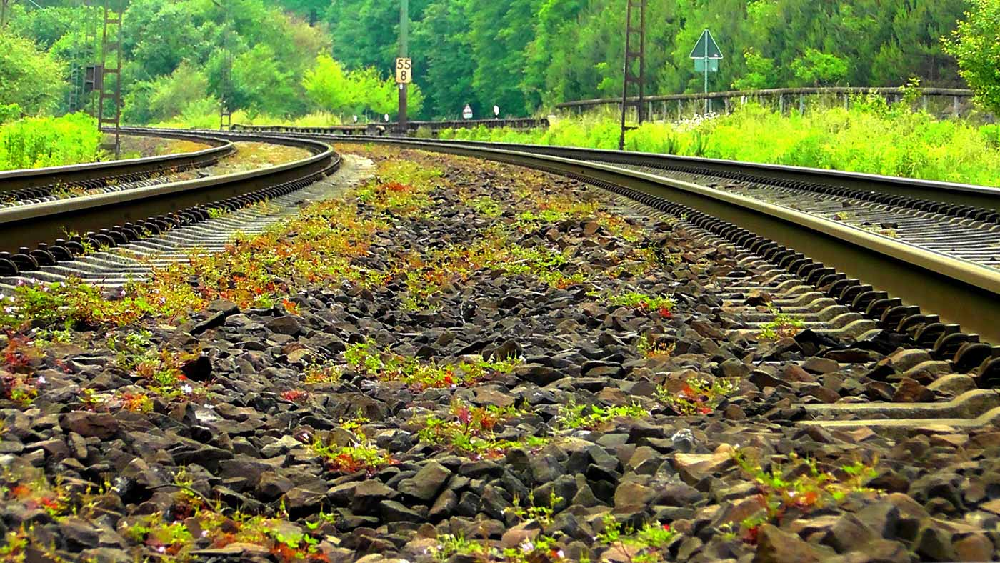 Parallel railway tracks