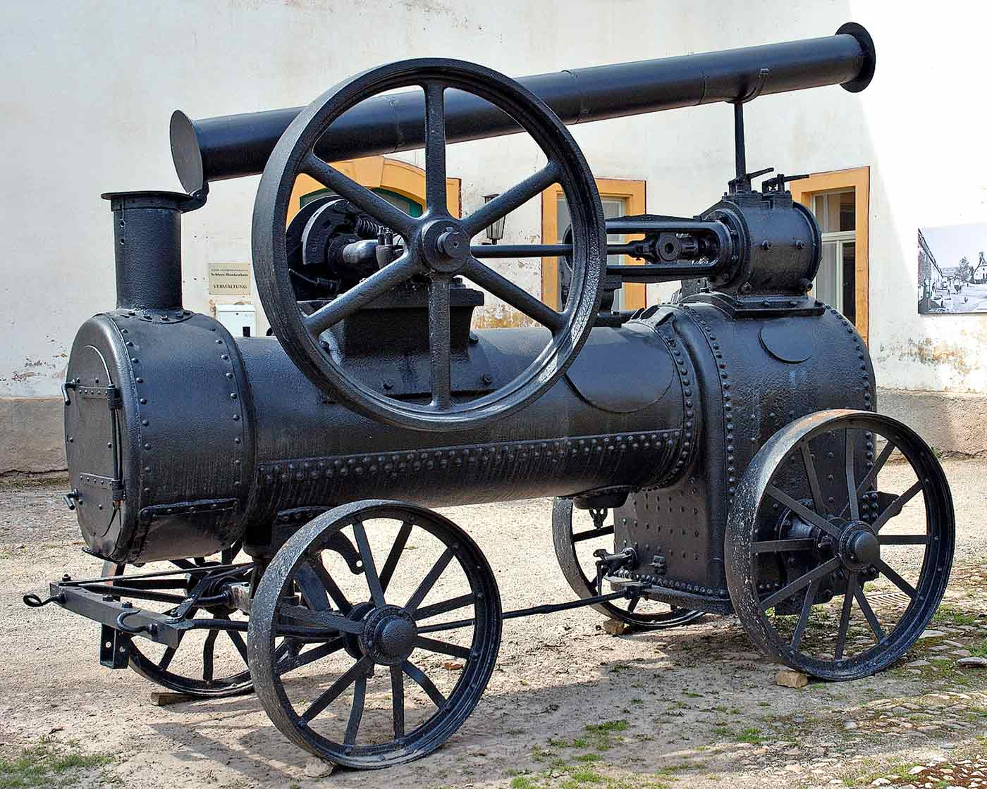 "An old steam lokomobile, or ""portable engine."""