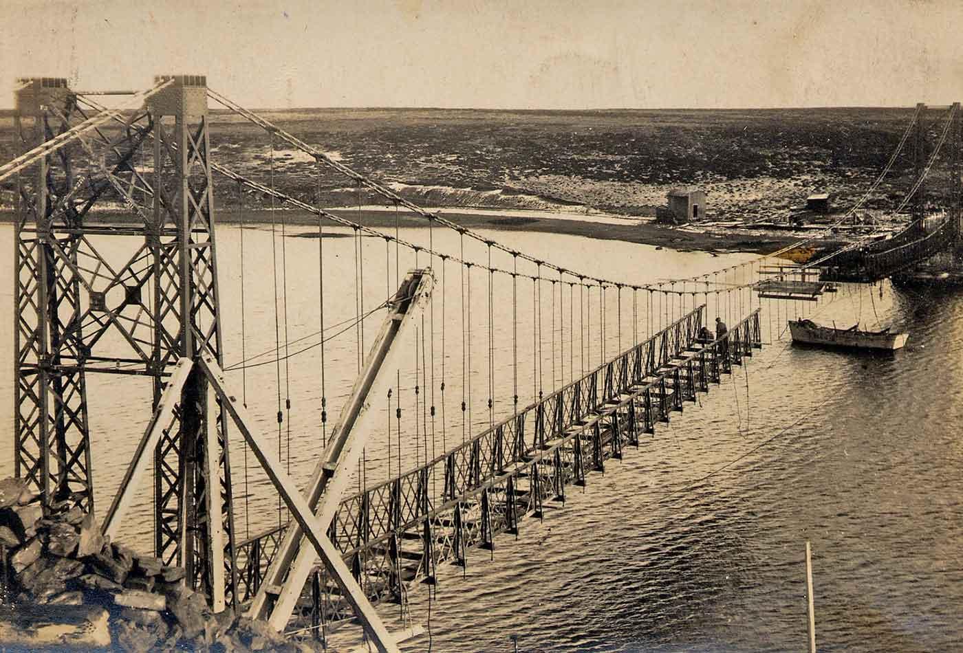 Building the Bodie Creek Suspension Bridge, 1925.