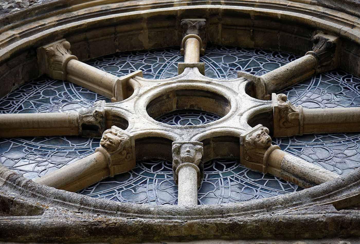 Castle Hedingham, chancel east wheel window