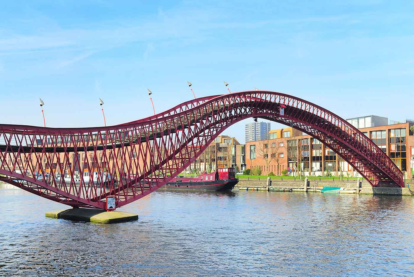 Photo of wavy bridge