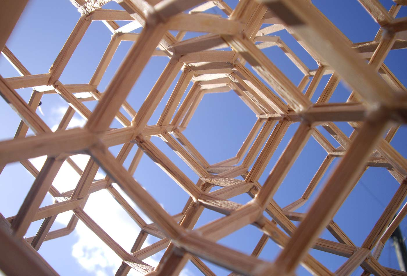 Lorimerlite structure, the strongest isotropic truss for resisting compression.