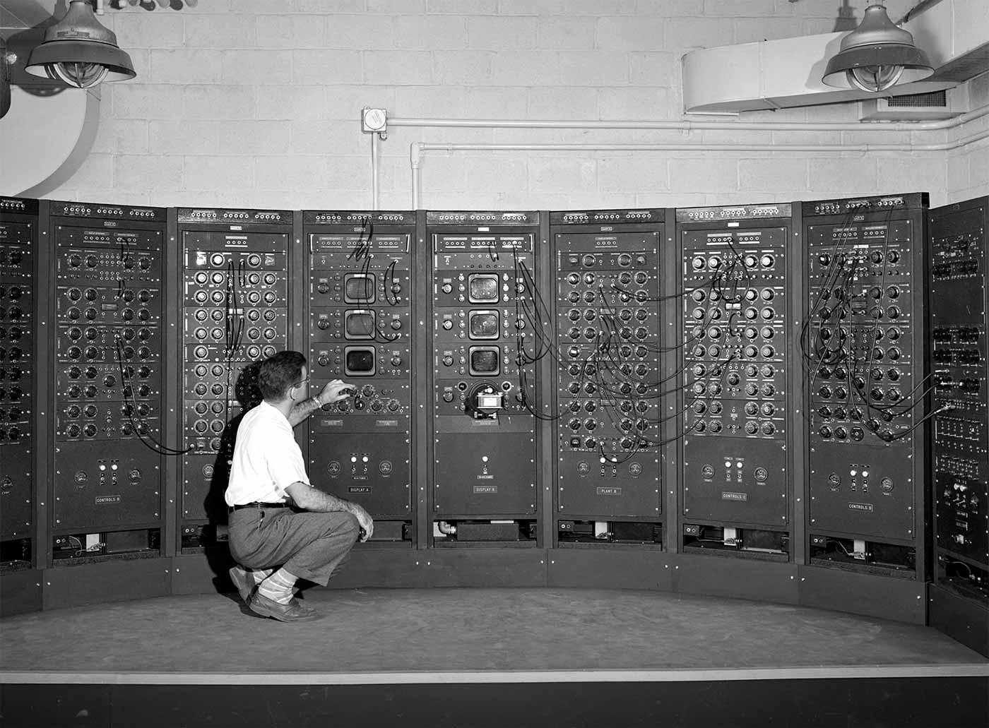 Analog Computing Machine, 1949
