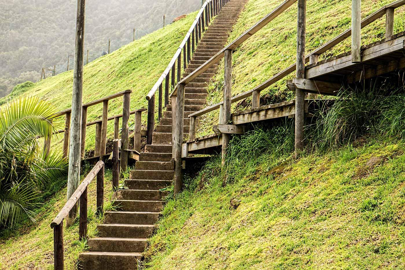 Crossing stairways