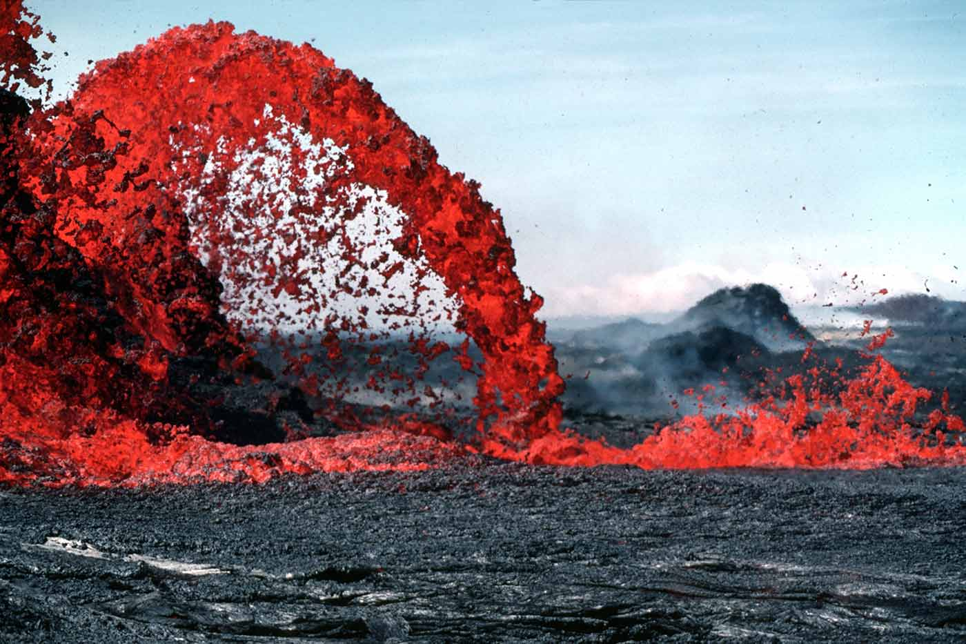 Arching fountain of a Pahoehoe.