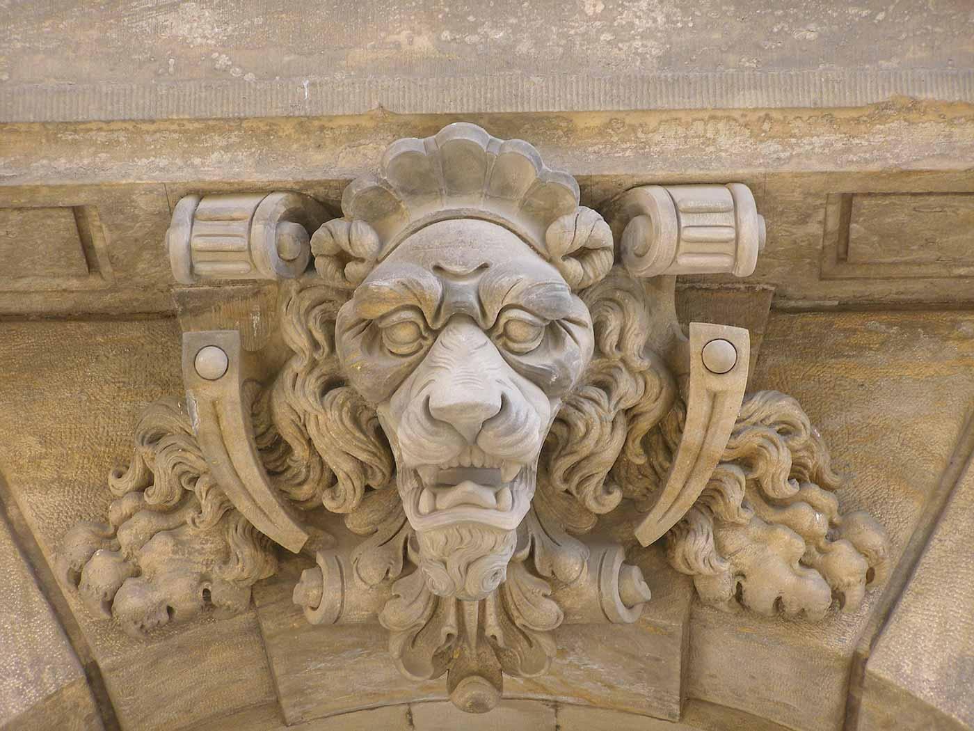 Lion keystone