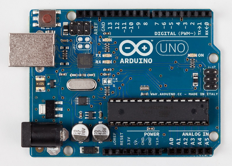 Basic board: the Arduino Uno. Photograph courtesy todo.to.it.