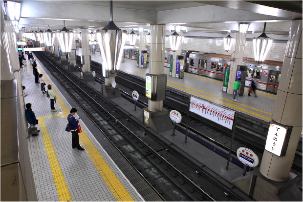 Subways in Osaka, Japan, play a different tune for each stop, subtly alerting zoned out or sleeping passengers that their station is near (Source: Tennen-Gas, Creative Commons Share Alike)