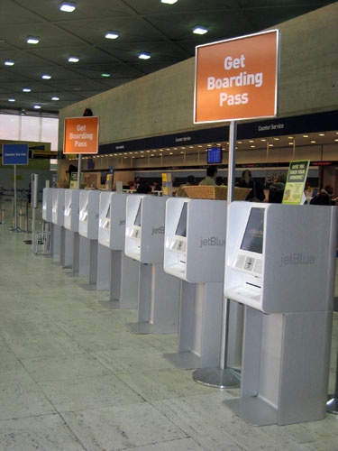 Antenna Design's award-winning self-service check-in kiosk for JetBlue Airlines. Courtesy JetBlue and Antenna Design.