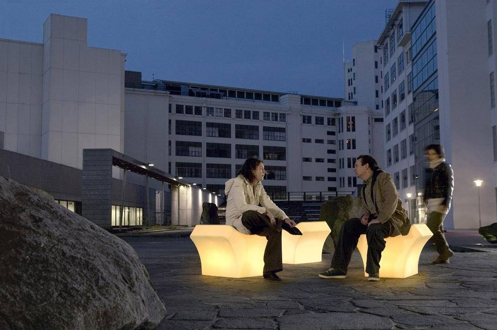 Glowing Places combines plastic seating with LED strips and pressure sensors to measure the presence of people over time. Both the number of people sitting and the length of time they stay create lighting effects in the furniture. Many people sitting for brief periods of time result in more active lighting, whereas one or two people sitting for a longer period trigger mellow lighting. Courtesy Philips Lighting.