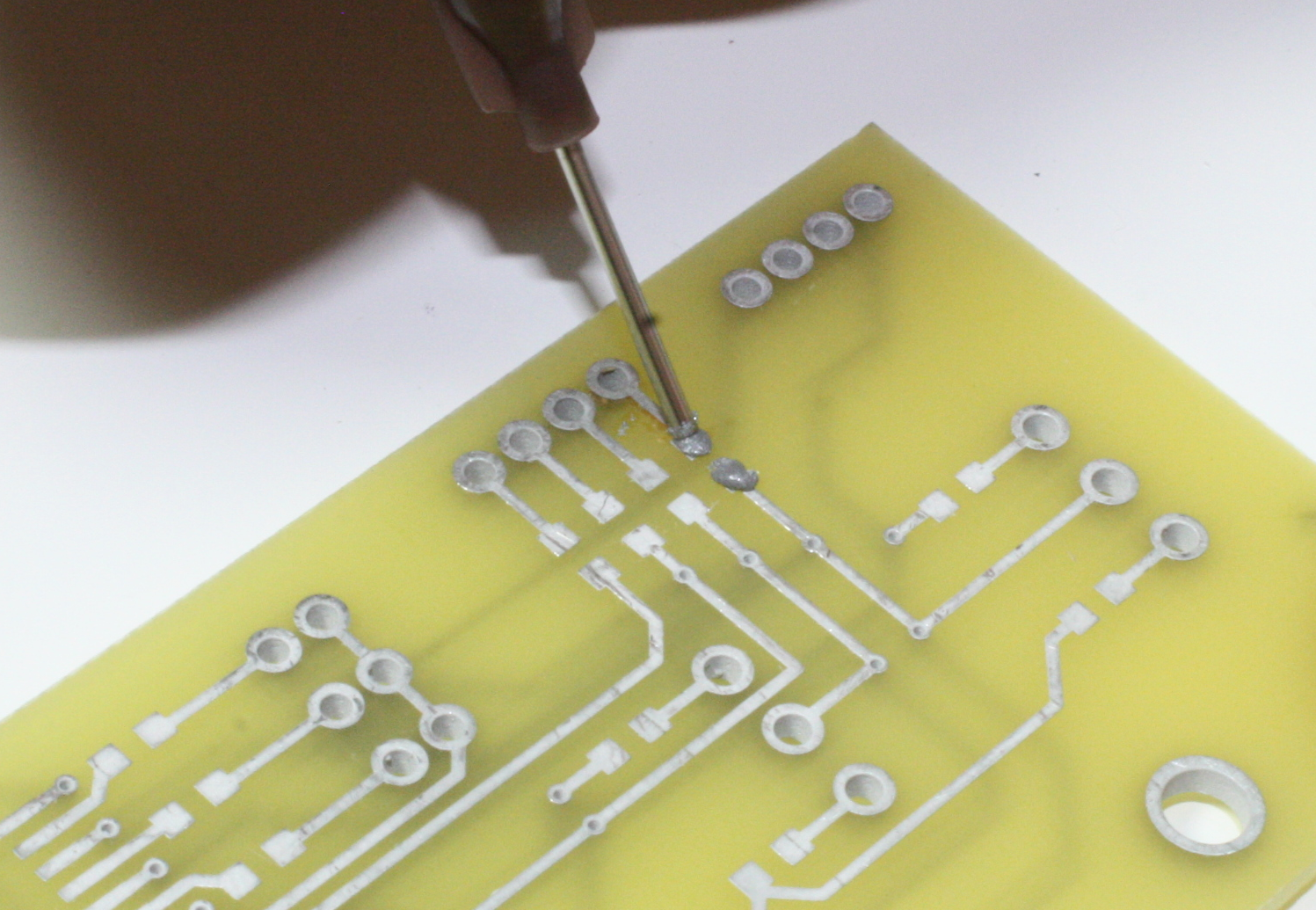 4 Tool Techniques Practical Electronics Components And Printed Circuit Board Rework Tfix Soldering Laboratories Applying Solder Paste