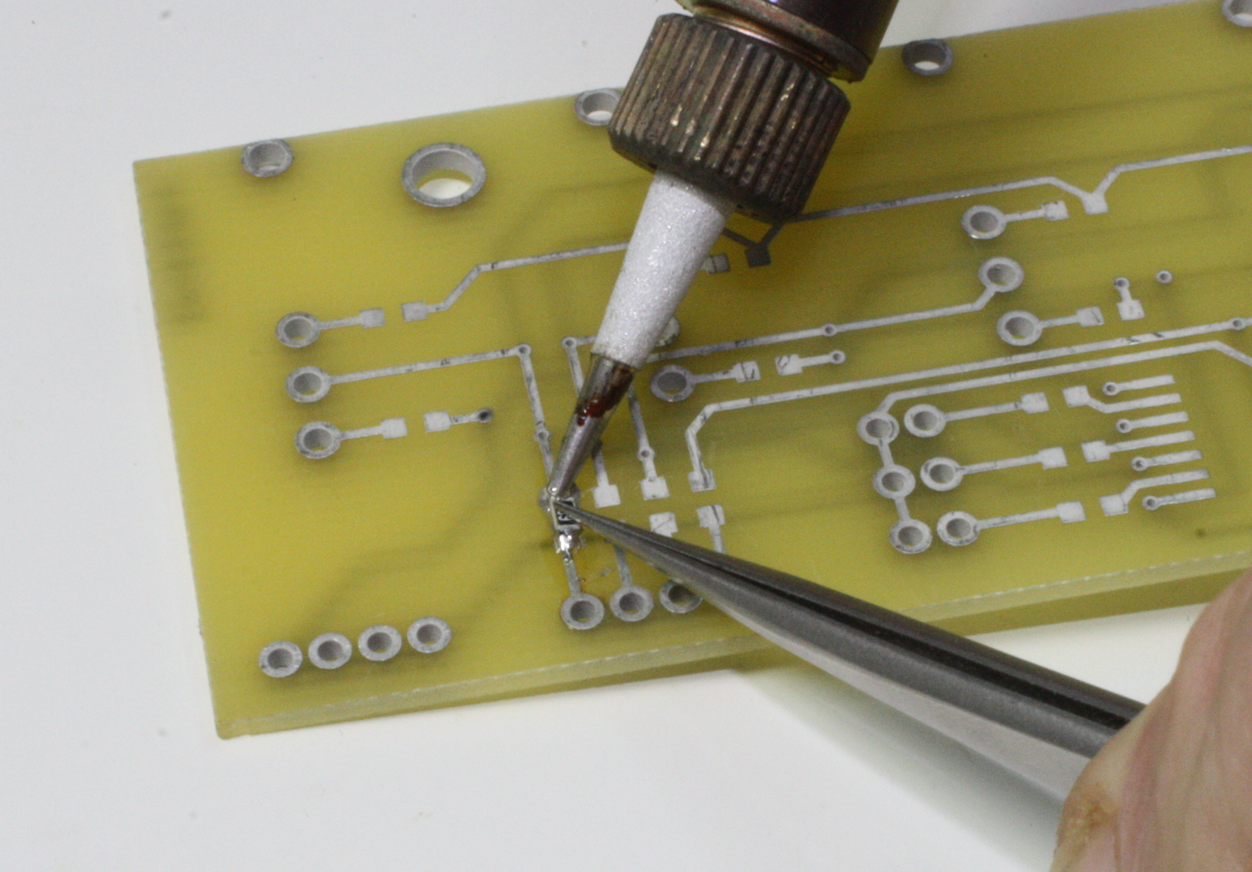 4 Tool Techniques Practical Electronics Components And Oz Aerosol Can Circuit Printed Boards Figure 41 Soldering One End Of An Smt Resistor