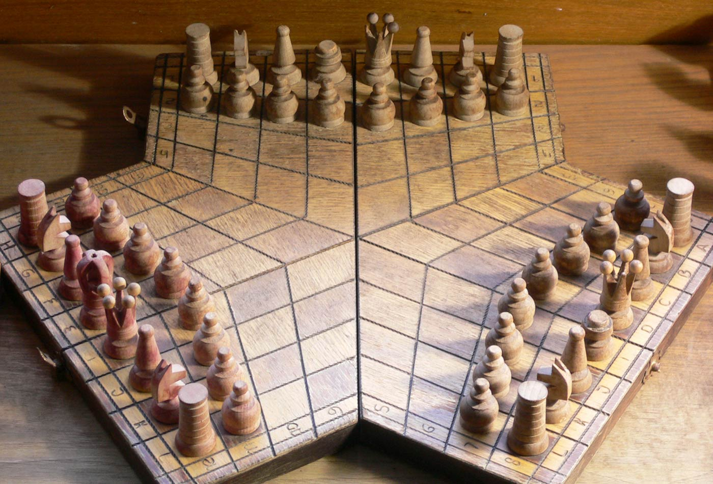 3 players chessboard.
